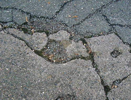 Was tut der bayerische Bundesverkehrsminister gegen die bröckelnden Straßen in Bayern?